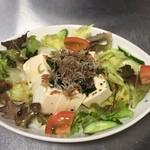 Tom Dog - お豆腐とじゃこのサラダ