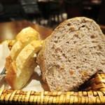 トラディシオン - バゲット  パン・ド・カンパーニュ