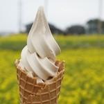 チリリン屋 - 料理写真:岬の醤油ソフト(270円)