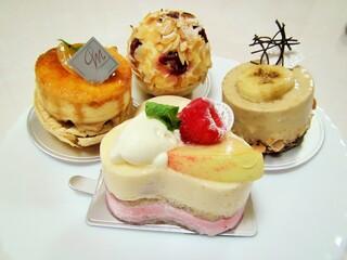 ラ・メゾン ド ジュン - ケーキは小振りでかわいいです。