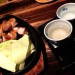 40279204 - 阿波尾鶏の塩焼き¥890と利き地酒3種¥680