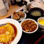 40279594 - 天津飯セット 天津飯、麻婆豆腐・ザンギ(2個)・スープ・マンゴプリン