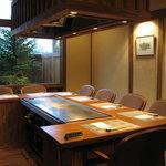 ステーキ・鉄板料理和かな - 個室