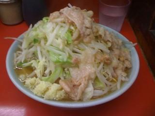 ラーメン二郎 桜台駅前店 - 小豚入り、ヤサイ、ニンニク、アブラ。^p^