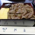 日本料理 松屋 - 同僚さん達が新潟市内で飲んでる時に「そうだ♪村上牛の牛丼を食べに行こう!」と言い出して、                             牛丼、もといすき焼き丼、もとい村上牛すき煮飯で名を馳せる松屋さんに予約してくれました(※要前日迄の電話予約)。
