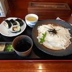 花月うどん - ざるうどん大盛700円と巻き寿司(四個入り)320円