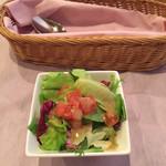 スティック トゥ - サラダのドレッシングがさっぱりして美味しいです。