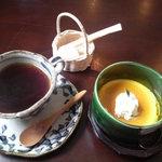 カフェ・ラ・ドゥース・ウール - セットについているコーヒーとデザート