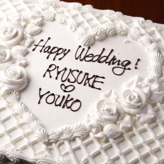 特大ウエディングケーキや花束も手配できます。
