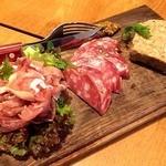 肉とワインYayenGrill - 肉の前菜盛り合わせ 980円                             パテみたいの、すごい美味しかった。