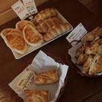 グリエッツィ - 店内に並ぶパン 2015年7月
