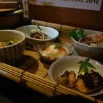 活き魚料理よし川 - 料理写真:¥1,400-のランチは千円のセットに茶碗蒸し、かき揚げ、デザートが追加される