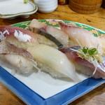 40296150 - 日本海握り寿司(360円)白身魚が多くて嬉しいですね