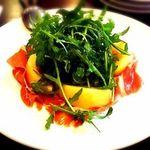 40297400 - 生ハムと桃の前菜