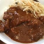 味芳斎 - 牛肉飯。見た目は地味だけど黒胡椒たっぷりの激辛中華で、暑さをぶっ飛ばそうぜ。