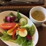 フィフティ・ワン - ランチのサラダとスープ