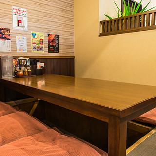 ゆっくりできるテーブル席も充実