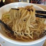 麺屋 団長 - 男の根性黒醤油(746円)麺リフト