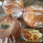 サントノーレ - 料理写真:あんバター130円/ブリオッシュ180円/ベーグル クランベリーチーズ180円