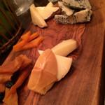 オステリア カンティーナ - チーズ盛り合わせ