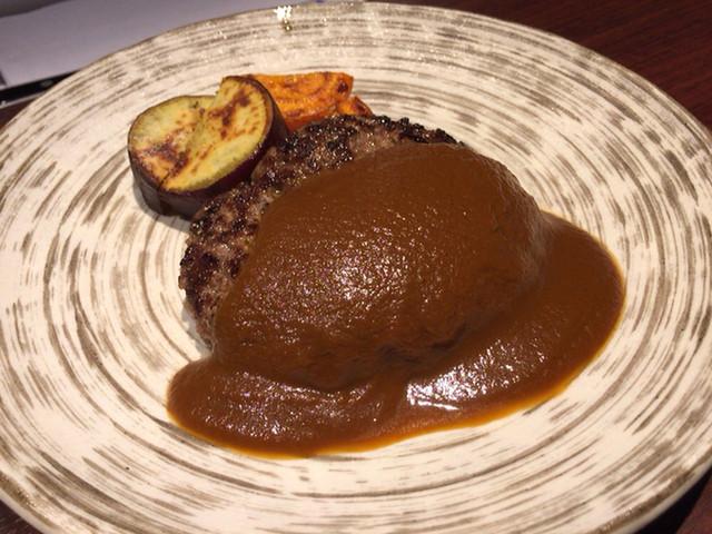 鉄板焼 宮地  豊洲店 - 熟成和牛ハンバーグステーキ(デミグラスソース)