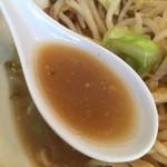 メガガンジャ - 乳化気味のスープ。カエシ弱め。