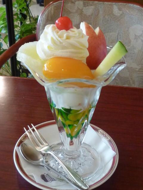 タカセ 池袋本店 - フルーツパフェ(2F) ウサちゃんリンゴがないとね(笑)