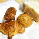 ブーランジェリー カネコ - クロワッサン/クロワッサンウインナー/焼きカレーパン/ハード食パン (*´ー`*人)