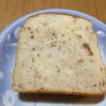 レアリッチ - くるみ食パン くるみ多かったり少なかったり