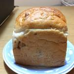 レアリッチ - くるみ食パン サイド