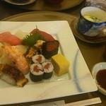 マルホ寿司 - 料理写真:上寿司定食 2,808円 上寿司、茶碗蒸し、赤だし、デザート