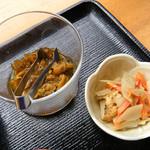 サンライズ - ランチの小鉢と漬け物