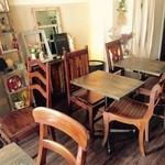 ルカフェガーデンドゥラパールドゥマキ - テーブル席