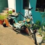 ルカフェガーデンドゥラパールドゥマキ - ディスプレイのバイク