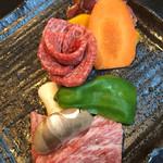 Gaien - 黒毛和牛三種盛り 1780円             並カルビ、並ロース、並ハラミ