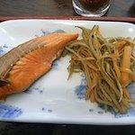 估々 - 減塩の塩鮭と、きんぴらごぼう