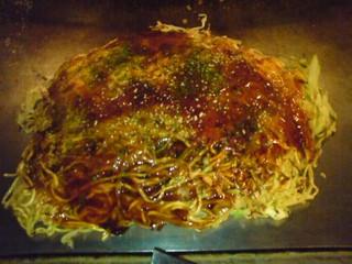 胡桃屋 - お好み焼き(そば、肉、玉子入り)