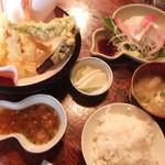 天久 - 刺身も天ぷらもある、定食です。