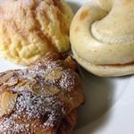 コネルベーカリー - パリの朝食【アーモンドクリーム】(160円)とカリメロ(110円)と明太子とチーズのベーグル(180円)
