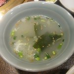炭火焼肉まうみ - 「石焼ビビンバ(\1050)」のスープ。