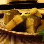 懐石料理 桝田 - 先付(蒸しアワビ、子持ち昆布、青ずいき)