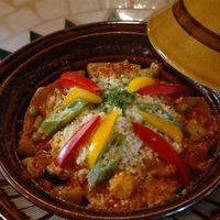 ろばのみみ - チキンと野菜のトマトソースタジン煮込み