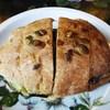 カド - 料理写真:くるみブルーベリーパンのなすモッツァレラサンド