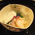 4036562 - 本海松貝と山葵菜、山芋の御浸し。