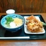丸亀製麺 - 釜玉うどんとお稲荷さんと野菜のかき揚げと万願寺とうがらし天