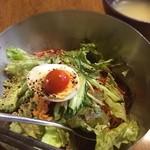 トォンデジ - ランチ ビビン麺 スープ付 700円かな? 辛いソース入れると結構辛い。手軽に韓国料理たべれるお店があって嬉しい