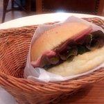 テ ニナス - カイザーサンドイッチ(ハム&ゴーダチーズ)