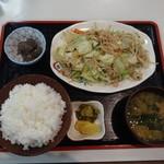 世界 - 野菜炒め定食