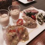 ONZI - 前菜盛り合わせ5種2130円:白いとうもろこしのスープ・蟹と海老のタルタル・白身魚のグリーンペッパーオイル・ヤリイカのジェノベーゼ・パテドカンパーニュ