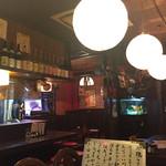 やき鳥道場 吹田店 - 内観写真:居酒屋さんなんやけど、ガッツリの居酒屋とゆーより、和モダンな感じ。